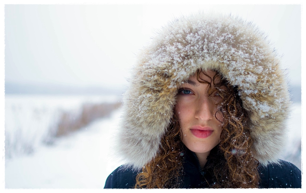 Why Change Your Skin Care Routine In Winter? Your skin thrives in moderate temperatures where it is neither too cold nor too hot. Each of these extremes is bad for your skin and a change in your skin care routine is important so that you can keep your skin in the best possible condition.  Winters, apart from being cold are often dry. The cold weather and drying winds, accelerate the rate at which your skin loses moisture. This makes your skin dry and flaky.  Dry skin problems are made worse by indoor heating as this tends to dry out the air indoors and contributes to drying up your skin.  The result of winter weather and indoor heating is dry and damaged skin that is prone to infections. To prevent damage to your skin, follow our top five tips for changes to your winter skin care routine!